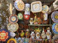 ceramiche e souvenir - Santuario di Santa Rosalia sul Monte Pellegrino - 8 agosto 2011 PALERMO LIDIA