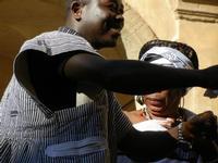 Spettacolo multietnico UNA SOLA FAMIGLIA UMANA nel cortile del Collegio dei Gesuiti - 19 giugno 2011  - Sciacca (554 clic)