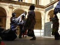 Spettacolo multietnico UNA SOLA FAMIGLIA UMANA nel cortile del Collegio dei Gesuiti - 19 giugno 2011  - Sciacca (556 clic)