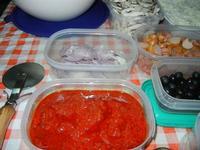 i condimenti per la pizza e lo sfincione preparati in casa da Angela - 24 agosto 2011  - Alcamo (792 clic)