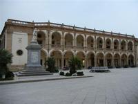 Piazza della Repubblica - statua San Vito - Seminario (Vescovile) dei Chierici - 25 aprile 2011  - Mazara del vallo (865 clic)