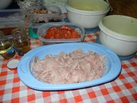 i condimenti per la pizza preparata in casa da Angela - 24 agosto 2011  - Alcamo (786 clic)