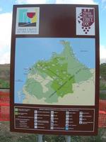 cartello Strada del Vino ERICE DOC nei pressi della ferrovia - 12 settembre 2010  - Segesta (2513 clic)