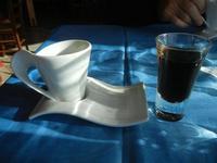 tazzina con caffè e bicchierino con amaro - La Torre di Nubia - 20 novembre 2011  - Nubia (1586 clic)