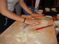 preparazione stroddi o mpignulati con ripieno di salsiccia, cacio cavallo ed olive a casa di Miriam - 22 maggio 2011  - Bagheria (3889 clic)