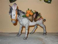 sciccareddu in ceramica - L'Agorà - 1 ottobre 2011  - Segesta (1110 clic)
