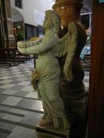 Santuario di Santa Rosalia sul Monte Pellegrino - interno - angelo e acquasantiera - 8 agosto 2011 P