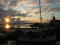 Riserva Naturale Orientata Isole dello Stagnone - imbarcadero storico per l'Isola di Mozia - Saline Infersa e mulino a vento - tramonto - 23 gennaio 2011  - Marsala (1151 clic)