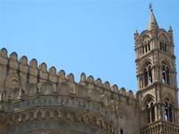 la Cattedrale Metropolitana della Santa Vergine Maria Assunta - particolare dell'abside e campanile