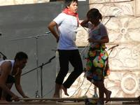Spettacolo multietnico UNA SOLA FAMIGLIA UMANA nel cortile del Collegio dei Gesuiti - 19 giugno 2011  - Sciacca (609 clic)
