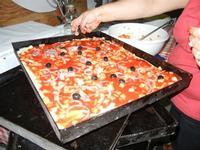 la preparazione dello sfincione - 24 agosto 2011  - Alcamo (958 clic)