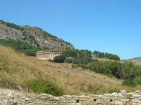 La Porta di Valle ed il Tempio - 1 agosto 2010  - Segesta (3710 clic)
