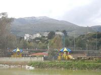Baia di Guidaloca - fiume, entroterra ed un spruzzata di neve sui monti - 6 gennaio 2012  - Castellammare del golfo (654 clic)