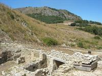La Porta di Valle ed il Tempio - 1 agosto 2010  - Segesta (2979 clic)