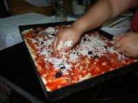 la preparazione dello sfincione - 24 agosto 2011  - Alcamo (923 clic)
