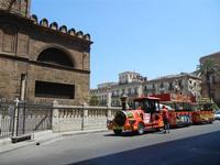 la Cattedrale Metropolitana della Santa Vergine Maria Assunta - particolare  e trenino turistico - 8