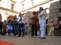 Spettacolo multietnico UNA SOLA FAMIGLIA UMANA nel cortile del Collegio dei Gesuiti - 19 giugno 2011  - Sciacca (1326 clic)