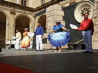 Spettacolo multietnico UNA SOLA FAMIGLIA UMANA nel cortile del Collegio dei Gesuiti - 19 giugno 2011  - Sciacca (721 clic)