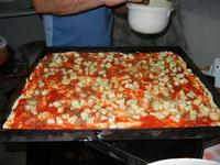 la preparazione dello sfincione - 24 agosto 2011  - Alcamo (996 clic)