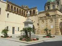 statua di San Vito - arcata detta tocchetto - cupola del Duomo - 9 maggio 2010   - Mazara del vallo (1632 clic)