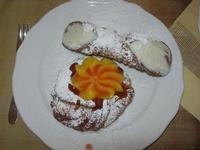 dolce: zeppola alla crema d'arancia e marmellata di ciliege - cannolo - Due Palme - 8 dicembre 2010  - Santa ninfa (1688 clic)