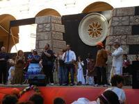 Spettacolo multietnico UNA SOLA FAMIGLIA UMANA nel cortile del Collegio dei Gesuiti - 19 giugno 2011  - Sciacca (1415 clic)