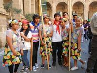 Spettacolo multietnico UNA SOLA FAMIGLIA UMANA nel cortile del Collegio dei Gesuiti - 19 giugno 2011  - Sciacca (976 clic)