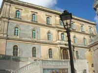 palazzo a fianco della Chiesa Santa Maria del Monte - 4 dicembre 2010  - Caltagirone (1710 clic)