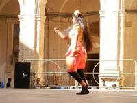Spettacolo multietnico UNA SOLA FAMIGLIA UMANA nel cortile del Collegio dei Gesuiti - 19 giugno 2011  - Sciacca (619 clic)