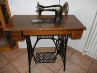 antica macchina da cucire Singer a casa di Miriam - 22 maggio 2011  - Bagheria (1274 clic)