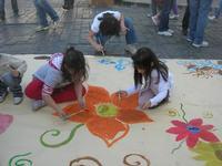 laboratorio di pittura in strada - Infiorata 2010 - 16 maggio 2010  - Noto (2995 clic)