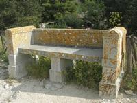 area archeologica: antica panchina in pietra - 11 aprile 2010   - Segesta (4964 clic)