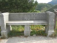 area archeologica: antica panchina in pietra - 11 aprile 2010   - Segesta (4050 clic)
