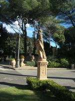 Giardino Pubblico Vittorio Emanuele - scultura Autunno - 5 dicembre 2010  - Caltagirone (1698 clic)