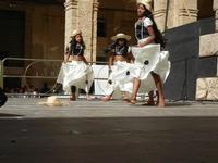 Spettacolo multietnico UNA SOLA FAMIGLIA UMANA nel cortile del Collegio dei Gesuiti - 19 giugno 2011  - Sciacca (654 clic)
