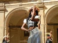 Spettacolo multietnico UNA SOLA FAMIGLIA UMANA nel cortile del Collegio dei Gesuiti - 19 giugno 2011  - Sciacca (623 clic)
