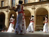 Spettacolo multietnico UNA SOLA FAMIGLIA UMANA nel cortile del Collegio dei Gesuiti - 19 giugno 2011  - Sciacca (625 clic)