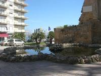 Piazza Mokarta - Porta del Castello Normanno - fontana con vasca - 9 maggio 2010  - Mazara del vallo (1794 clic)