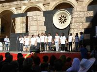 Spettacolo multietnico UNA SOLA FAMIGLIA UMANA nel cortile del Collegio dei Gesuiti - 19 giugno 2011  - Sciacca (627 clic)