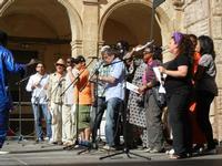 Spettacolo multietnico UNA SOLA FAMIGLIA UMANA nel cortile del Collegio dei Gesuiti - 19 giugno 2011  - Sciacca (665 clic)