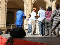 Spettacolo multietnico UNA SOLA FAMIGLIA UMANA nel cortile del Collegio dei Gesuiti - 19 giugno 2011  - Sciacca (880 clic)