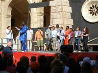 Spettacolo multietnico UNA SOLA FAMIGLIA UMANA nel cortile del Collegio dei Gesuiti - 19 giugno 2011  - Sciacca (830 clic)