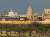 il porto di Trapani visto dalle saline di Nubia - 13 novembre 2011   - Nubia (856 clic)