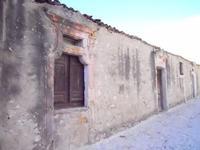 vecchie case in piazza San Ferdinando Re - 5 settembre 2010  - Custonaci (1317 clic)