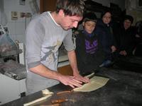la preparazione delle cudduredde, dolci natalizi - 4 dicembre 2010  - Caltagirone (3581 clic)