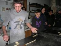 la preparazione delle cudduredde, dolci natalizi - 4 dicembre 2010  - Caltagirone (3498 clic)