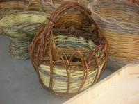 ARCHI DI PASQUA - bancarella dell'artigianato: cesti - 18 aprile 2010  - San biagio platani (6925 clic)