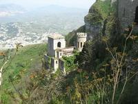 Torretta Pepoli e panorama di Valderice - 2 maggio 2010  - Erice (2097 clic)