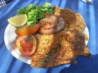 arrosto misto: fettina, cotoletta e salsiccia con contorno di insalata e pomodoro - C.da Margana - Baglio Segesta - 10 aprile 2011  - Calatafimi segesta (2613 clic)