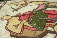 Infiorata 2010 - Bozzetti ispirati al tema: Musica dipinta: le forme e i colori della musica - OMAGGIO A MARK KOSTABI - Via Nicolaci - 16 maggio 2010  - Noto (2536 clic)